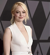 Emma_Stone_-_Academy_of_Motion_Picture_Arts_and_Sciences__9th_Annual_Governors_Awards_in_Hollywood-20~0.jpg