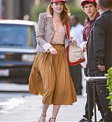Emma_Stone_-_Arriving_at__Jimmy_Kimmel_Live__in_Los_Angeles2C_CA__10102019-07.jpg