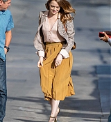 Emma_Stone_-_Arriving_at__Jimmy_Kimmel_Live__in_Los_Angeles2C_CA__10102019-08.jpg