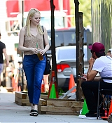 Emma_Stone_-_Filming__Maniac__in_NYC_on_August_17-03.jpg