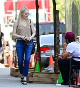 Emma_Stone_-_Filming__Maniac__in_NYC_on_August_17-04.jpg