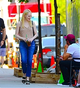 Emma_Stone_-_Filming__Maniac__in_NYC_on_August_17-05.jpg