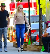 Emma_Stone_-_Filming__Maniac__in_NYC_on_August_17-07.jpg