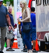 Emma_Stone_-_Filming__Maniac__in_NYC_on_August_17-13.jpg