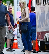 Emma_Stone_-_Filming__Maniac__in_NYC_on_August_17-14.jpg
