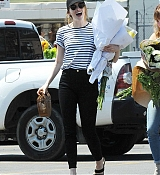 Emma_Stone_-_In_Los_Angeles_-_August_112C_2019-01.jpg