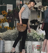 Emma_Stone_-_In_Los_Angeles_-_August_112C_2019-05.jpg
