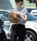 Emma_Stone_-_In_Los_Angeles_-_August_112C_2019-07.jpg