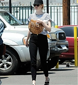 Emma_Stone_-_In_Los_Angeles_-_August_112C_2019-08.jpg