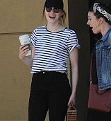 Emma_Stone_-_In_Los_Angeles_-_August_112C_2019-09.jpg