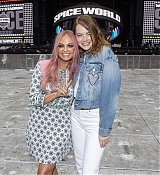 Emma_Stone_-_Spice_Girls_concert_at_Wembley_Stadium_in_London_28June_132C_201929-10.jpg
