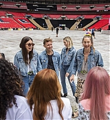 Emma_Stone_-_Spice_Girls_concert_at_Wembley_Stadium_in_London_28June_132C_201929-13.jpg