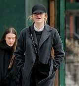 Emma_Stone_-_Spotted_leaving_The_Smile_Cafe_with_a_friend_in_New_York_City_-_February_200004.jpg