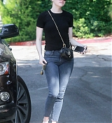 Emma_Stone_-_Visiting_a_friend_in_Los_Angeles_on_July_11-07.jpg