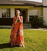 Emma_Stone_-_W_Magazine_28201929-17.jpg