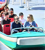 Emma_Stone_-_Wears_a_fanny_pack_to_Disneyland_in_Anaheim2C_CA_February_1600003.jpg