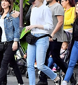 Emma_Stone_-_Wears_a_fanny_pack_to_Disneyland_in_Anaheim2C_CA_February_1600004.jpg