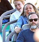 Emma_Stone_-_Wears_a_fanny_pack_to_Disneyland_in_Anaheim2C_CA_February_1600008.jpg