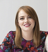 Emma_Stone_-__Maniac__Press_Conference_at_the_Andaz_Hotel_in_New_York_City_on_September_202C_2018-08.jpg