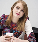 Emma_Stone_-__Maniac__Press_Conference_at_the_Andaz_Hotel_in_New_York_City_on_September_202C_2018-17.jpg