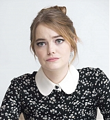 Emma_Stone_-__The_Favourite__Press_Conference_in_LA_111718-11.jpg