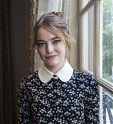 Emma_Stone_-__The_Favourite__Press_Conference_in_LA_111718-13.jpg