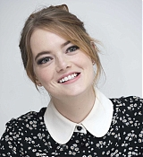 Emma_Stone_-__The_Favourite__Press_Conference_in_LA_111718-17.jpg