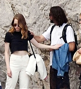 Emma_Stone_-_and_boyfriend_Dave_McCary_enjoy_their_romantic_holiday_in_Capri2C_Italy__09122019-01.jpg