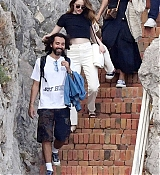 Emma_Stone_-_and_boyfriend_Dave_McCary_enjoy_their_romantic_holiday_in_Capri2C_Italy__09122019-05.jpg