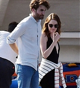 Emma_Stone_-_and_boyfriend_Dave_McCary_enjoy_their_romantic_holiday_in_Capri2C_Italy__09122019-06.jpg