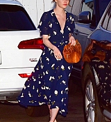 Emma_Stone_-_leaving_an_Italian_restaurant_in_Santa_Monica_August_72C_2019-03.jpg