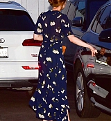Emma_Stone_-_leaving_an_Italian_restaurant_in_Santa_Monica_August_72C_2019-04.jpg