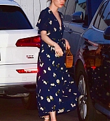 Emma_Stone_-_leaving_an_Italian_restaurant_in_Santa_Monica_August_72C_2019-05.jpg