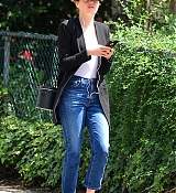Emma_Stone_out_on_a_stroll_in_New_York_City_-_June_1100001.jpg