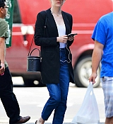 Emma_Stone_out_on_a_stroll_in_New_York_City_-_June_1100002.jpg
