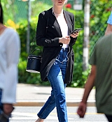 Emma_Stone_out_on_a_stroll_in_New_York_City_-_June_1100003.jpg
