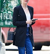 Emma_Stone_out_on_a_stroll_in_New_York_City_-_June_1100004.jpg